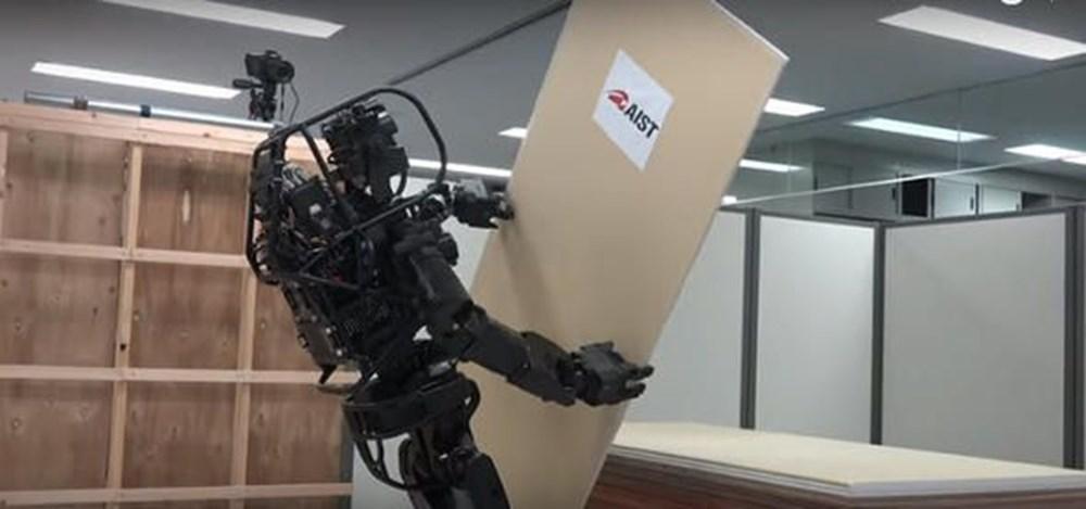 Japonların yeni insansı 'HRP-5P' işçi robotu görücüye çıktı