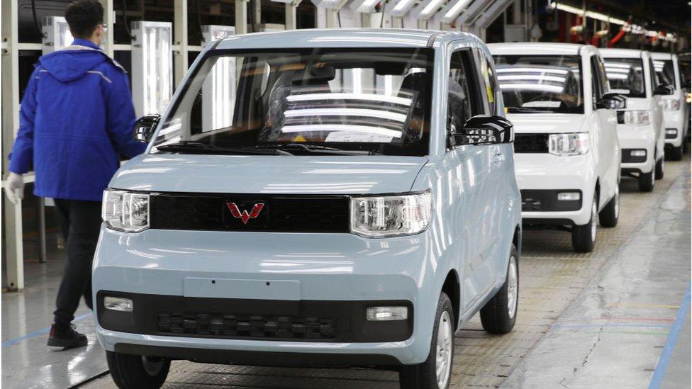 Çin'de 4.500 dolarlık elektrikli aracın satışı patladı